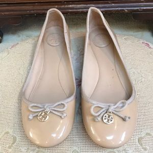 TORY BURCH CREAM PATENT LEATHER BALLET